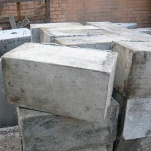 Блоки из бетона размером 20х20х40 см для фундамента
