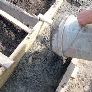 Как самостоятельно залить бетонный раствор в опалубку