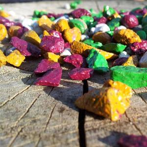 Декоративная крошка из камня разных цветов