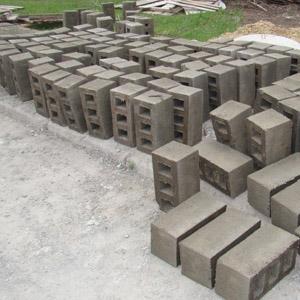 Количество шлакобетонных блоков в одном кубе