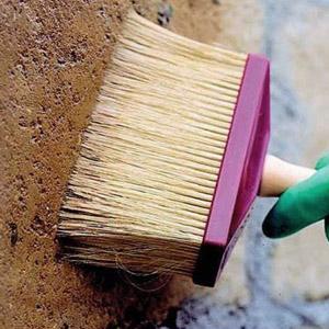 Как загрунтовать поверхность стен под обои