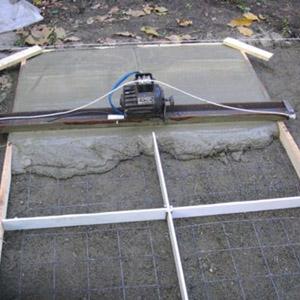 Как сделать вибрирующую рейку для укладки бетонной смеси