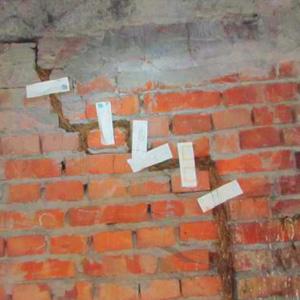 Ремонт трещин в стене кирпичного дома