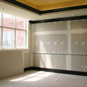Как выровнять стены гипсокартонными листами без каркаса