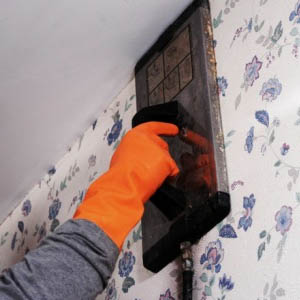 Способы самостоятельного снятия обоев с гипсокартонных стен
