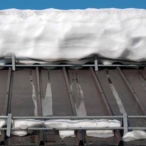 Как установить снегозадержатели на кровли из металлочерепицы