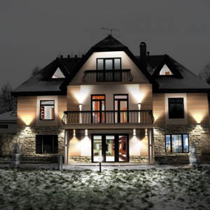 Уличное освещение фасада частного дома