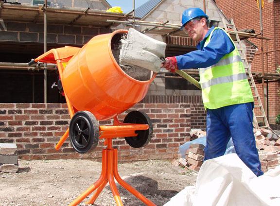 Как смешать бетон в бетономешалке