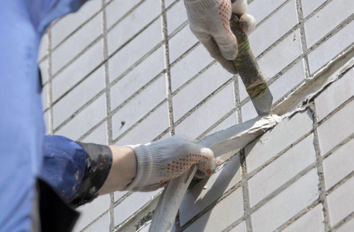 герметизация швов в кирпичной стене