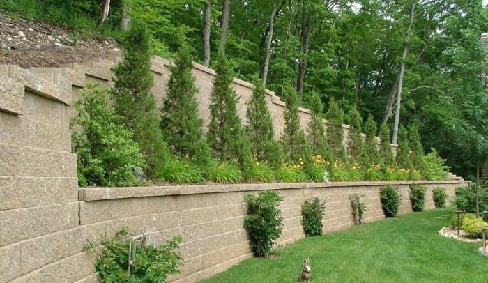 высокая ярусная подпорная стена