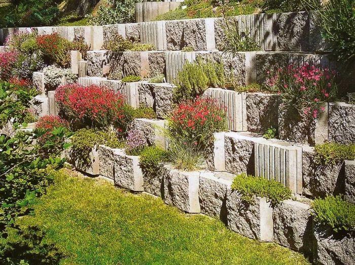 подпорная стенка с растениями терраса